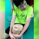 サッカーの試合中に膝を蹴られてしまった結果・・・。