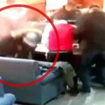 【衝撃映像】カフェで口論となった男性、射殺されてしまう。