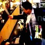 【衝撃映像】店員の態度が気に入らなかった男、大きな刃物で店員を切りつけてしまう。
