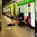 電車が来るまでの間にホームでセックスしちゃうカップル、晒されてしまう。