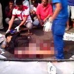 【閲覧注意】バイク事故で下半身が切断された死体を回収するグロ動画。
