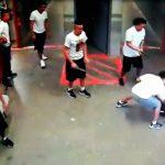 【衝撃映像】刑務所内での殺人。銃で頭を撃ち、ナイフで身体を刺す事件映像。