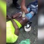 泥棒の男、お尻をムチで叩かれ傷口に塩を振りかけられてしまう・・・。