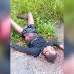 【閲覧注意】襲撃され内臓が飛び出してもまだ生きている男のグロ動画。
