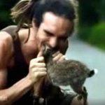 【閲覧注意】海外のユーチューバーさん、死んだウサギを生で食べてしまう・・・。