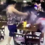 """【衝撃映像】店内でくつろぐカップル、突然男性が """"撃ち殺される"""" 事件映像。"""