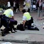 【衝撃映像】香港のデモ隊を銃で撃ちまくる警察官。もはや世紀末・・・。