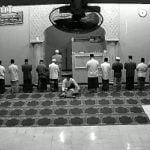 """【衝撃映像】イスラム教にて祈りとは """"人の死よりも重要"""" であることが良く分かる映像。"""