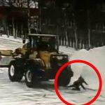 除雪していたブルドーザーの運転手、女性を轢き殺してしまい発狂・・・。