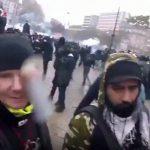 デモに参加していた男性、左目に催涙弾がぶつかってしまう・・・。