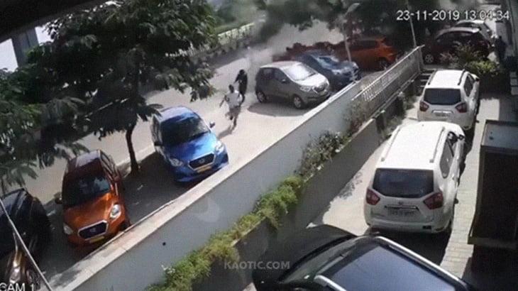 """【衝撃映像】空から """"車が降ってくる"""" とか怖すぎるだろ・・・。"""