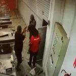 間抜けすぎる強盗犯、警備員にあっさり殺されてしまう・・・。