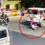 バイクに乗っていた女性、転倒してトラックのタイヤに頭を潰されてしまう・・・。