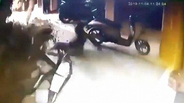 【衝撃映像】住宅の浄化槽が大爆発する瞬間。1人が死亡したアクシデント映像。
