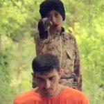 【閲覧注意】ISIS、まだ幼い男の子に人間の首を切らせてしまう・・・。