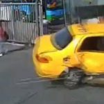 【衝撃映像】制御不能となったバスの暴走により16人が負傷した事故の瞬間。