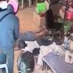 【衝撃映像】うつ伏せにさせた3人の店員を撃ち殺す無慈悲すぎる強盗。