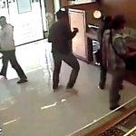 【衝撃映像】宝石店に押し入った強盗。2人の警備員を殺し4人が負傷した事件映像。