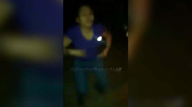 【閲覧注意】ベネズエラのギャングに頭を撃たれて殺される女性・・・。