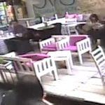 【衝撃映像】飛び降り自殺した女性、カフェテラスに落ちて死亡・・・。