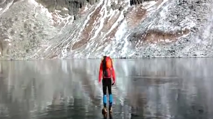 """【衝撃映像】タトラ山脈にある """"氷の張った湖"""" が超神秘的。"""