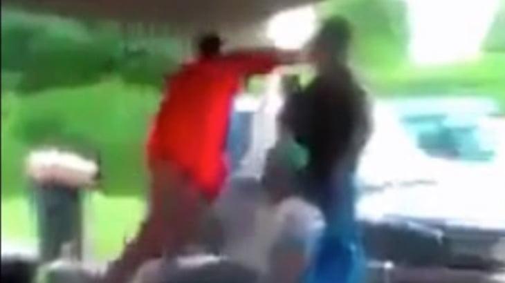 【衝撃映像】この黒人男性のパンチ、威力ヤバすぎない・・・?