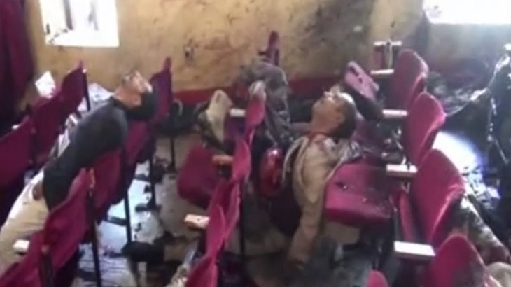 【衝撃映像】講演会中に自爆テロ。数十人が死亡したグロ動画。