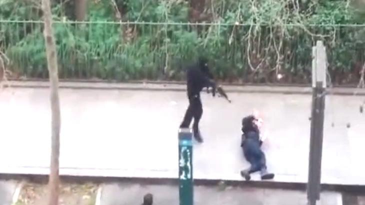 【衝撃映像】パリ在住のイスラム教徒、反イスラム雑誌の会社を襲撃してしまう・・・。