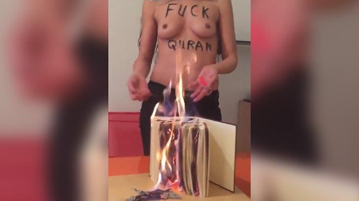 フランスの女性活動家、上半身裸になってイスラム教の聖典「コーラン」を燃やしてしまう。