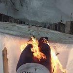 【衝撃映像】自分の身体に火をつけて屋上から飛び降りるスタント映像。