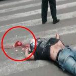 【閲覧注意】バイク事故で死んだ男の身体から飛び出た心臓、まだ動いてるグロ動画・・・。