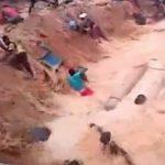 【衝撃映像】金鉱山の地盤が崩れて多くの労働者が泥水に飲まれてしまうアクシデント。