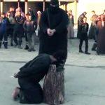 【閲覧注意】大きな刀で首を切断される処刑映像をまとめたグロ動画。