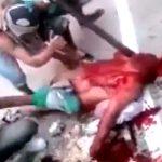 【超!閲覧注意】ブラジル刑務所の暴動。1人の囚人の身体を大勢で刺しまくるグロ動画。
