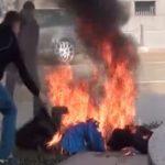 【衝撃映像】大統領官邸前で焼身自殺した女性。