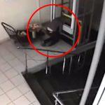 配膳用エレベーターに挟まって潰されてしまった女性・・・。