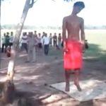 【閲覧注意】首吊り自殺した男性がぶら下がった木を根元から切断。