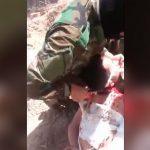 【閲覧注意】ISISの兵士、自分たちがやってきたように首をナイフで切断されてしまうグロ動画。