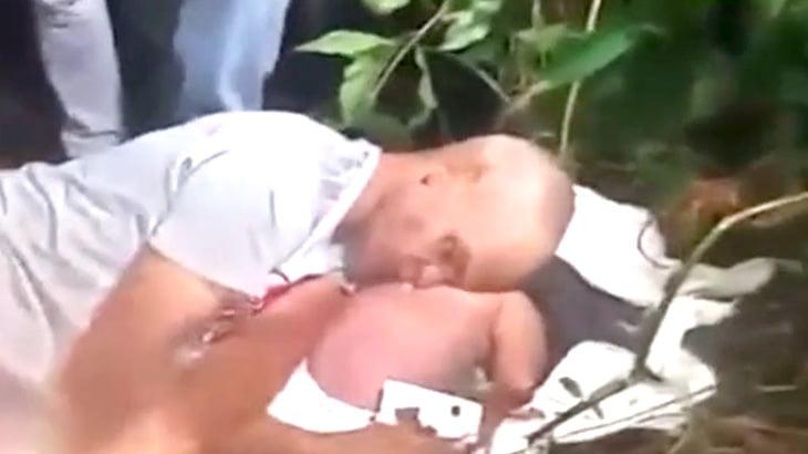【衝撃映像】森の中で赤ん坊に寄り添うように死んだ男。
