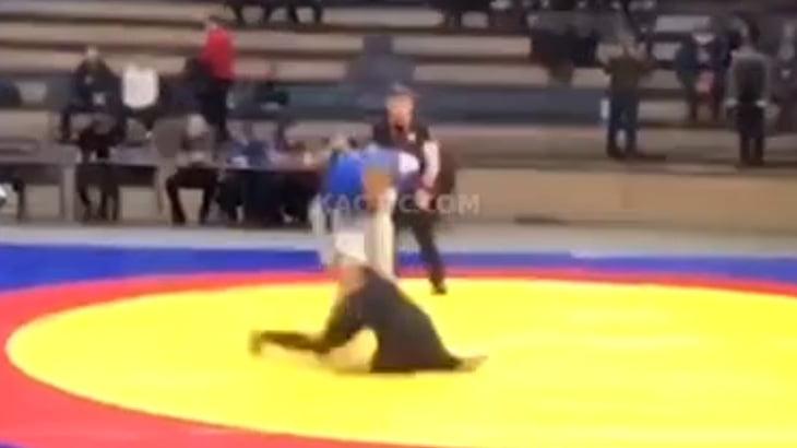 【衝撃映像】レスリングの選手、あまりにも危険な落ち方をしてしまう・・・。