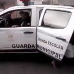 警察官、せっかく捕まえた容疑者を車のドアロックの掛け忘れで逃してしまう・・・。