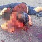 【超!閲覧注意】バイク事故で死亡した男、切断された首から内臓が飛び出してしまったグロ動画・・・。