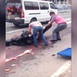 【閲覧注意】事故でグチャグチャになった死体の回収現場。なぜか笑い声を上げる野次馬。