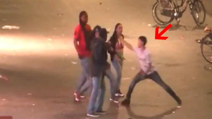 酔っ払ってイキった観光客の男、3人組の男たちに喧嘩を売ってノックアウト。