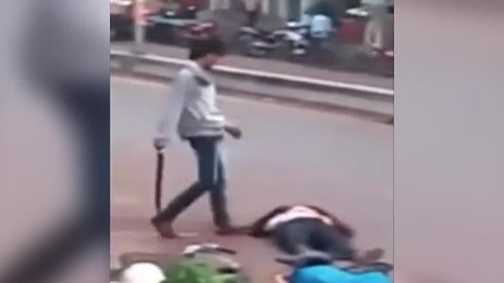 【衝撃映像】マチェーテで人を殺す男、殺した相手は家族だった・・・。