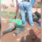 【衝撃映像】リンチされる2人の男、最後に胸を銃で撃たれて死亡・・・。