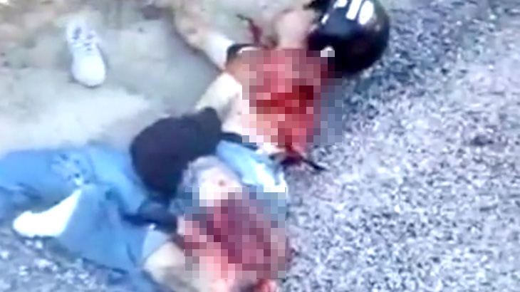 【閲覧注意】バイカーさん、左肩から腕がちぎれて死亡したグロ動画・・・。