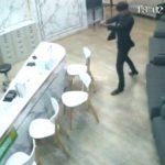 【衝撃映像】元カノを職場で銃殺してしまう男・・・。
