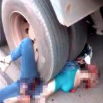 【閲覧注意】トラックのタイヤで身体を潰されてしまった女性のグロ動画・・・。
