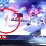 【衝撃映像】三輪タクシーが突然炎上して火だるまになってしまった男・・・。